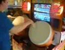 太鼓の達人の2人プレイを1人で全部叩いちゃってます