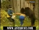 クマに襲われる女性 thumbnail
