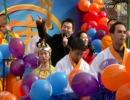 【新唐人】NY新年パレード 新唐人のフロートに注目