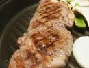 無角牛のステーキを焼いて食うよ