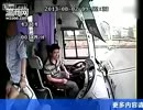 バスが高速道路でバックした結果、トラックと衝突 中国・浙江省.wmv