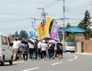 警察を伴わず無許可で車道を使用する無法者のプロ市民によるデモ行進
