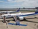 全日空B787-9型機、世界初の旅客便運航=日米の小学生が搭乗し遊覧フライト