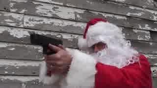 銃を撃つサンタクロース