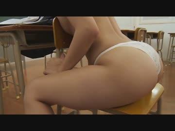 浜田由梨 教室で制服脱いで半裸