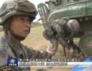 演習で履帯(キャタピラ)やエンジンの整備をする中国兵