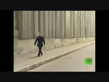 プーチン、ボディガードなしで徒歩で帰宅する。