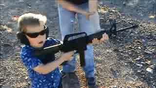 子供(10歳以下)に銃を撃たせている動画集めてみた