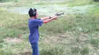 市販最強リボルバー S&W M500を12歳の少年が撃つ