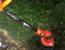 ひたすら芝生を掘り起こす動画