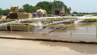 戦車を洗車