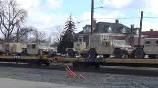 街中を行く軍用貨物列車