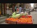 野菜を運ぶ少年@三宅弘一