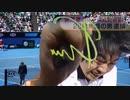 カメラのレンズを叩き割る勢いでサインをするプロテニスプレイヤー木崎