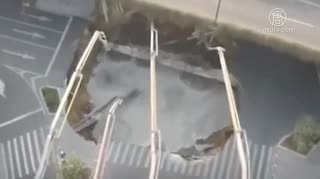 中国当局がセメント注入、穴底の3人が生き埋めに