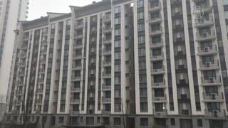 入居前のマンションが隔離用施設に・購入者らが抗議 = 武漢の軍人運動会選手村