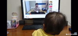 syamu をみる赤ちゃん