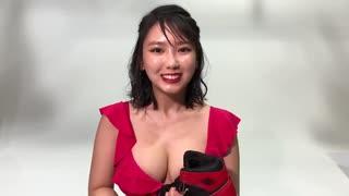 沢口愛華の胸元がセクシー
