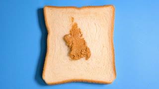 【3分クッキング】ピーナッツバターを塗ったパン