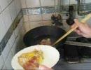 パンツマンの朝食。マフィーンとスクランブルエッグ。