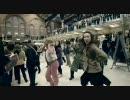 大勢の人々が突然踊りだすドッキリ映像
