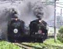 会津若松駅を発車した蒸気機関車C57+D51の併走
