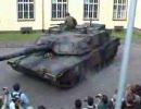 笑われるM1戦車