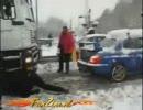 雪道で立ち往生した大型トラックを、インプレッサ1台で救出 thumbnail