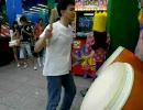 神業 踊りながらプレイする太鼓の達人
