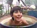 ドラム缶風呂に入る男の子