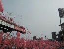 【広島ではよくあること】_ジェット風船でスタンドが赤く染まる