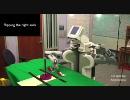 靴下を履かせるロボットの動きが怪しすぎる件
