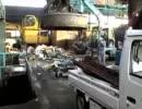 巨大磁石で 軽トラックが浮た。 鉄くず処分所での仕事。