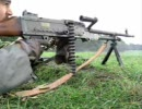 軽機関銃の射撃訓練(装填、動作不良の対処および銃身交換の訓練)