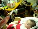 赤ちゃんと見守る子猫8 猫と赤子と風車