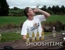 馬鹿な外人が飲めもしない(←これ重要)ウオッカカクテルを6本一気飲み!