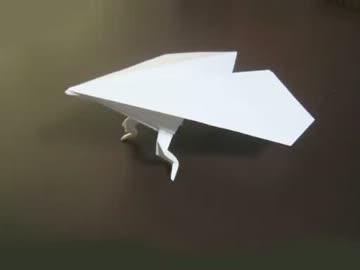 脚のはえた紙飛行機の折り方