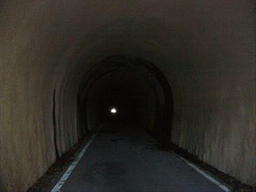 幽霊が出没するトンネル