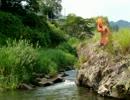 川で遊ぶひで