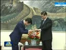 深々と 「安倍首相の親書」を奉るw 公明党 山口代表 in China