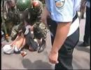 中国公安当局がウイグル人達を逮捕する瞬間