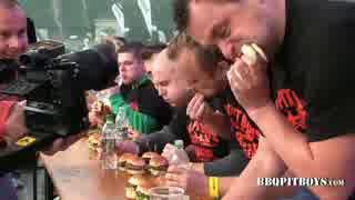 ハンバーガー早食い競争