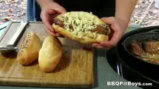 ローストビーフとグレイビーソースのサンドイッチ