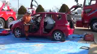 事故車両からの救助訓練のようす
