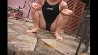 競泳水着から滴る水