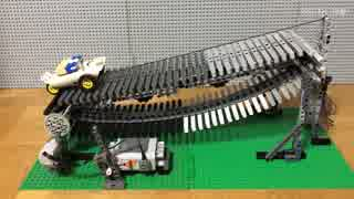 LEGOで動力が付いていない船が川をさかの