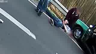 ロードバイクと自動車がモロに衝突した場合