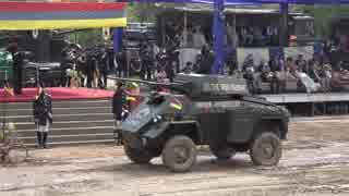 インド陸軍の車両行進に妙に古いのが混じ