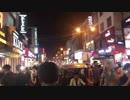 大混雑!小斎直也がインドの大通りを練り歩く