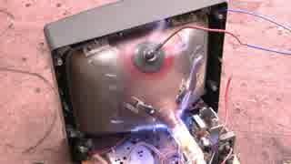 ブラウン管(CRTモニタ)に高電圧の電流流してみた